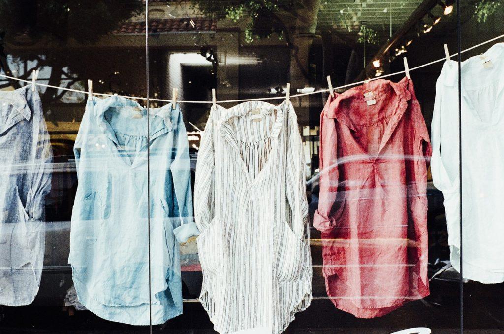 Vêtements de couleur qui sèchent