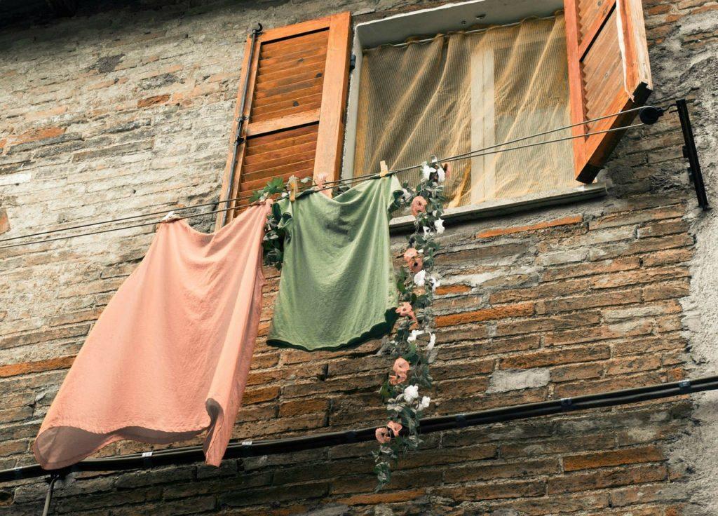 Vêtements qui sèchent à l'air libre