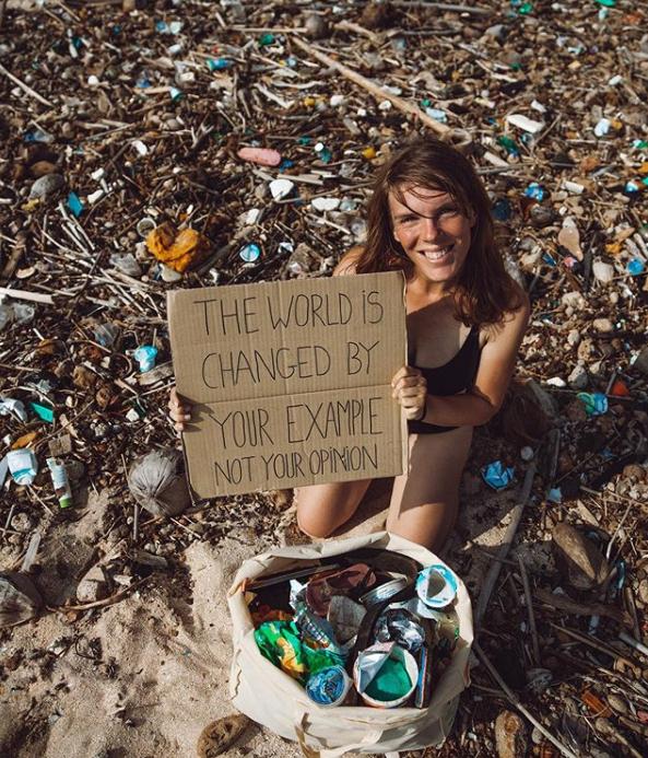 Laura est partie à Bali et combat la pollution plastique