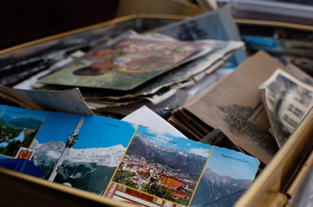 boîte de photos et cartes postales souvenir